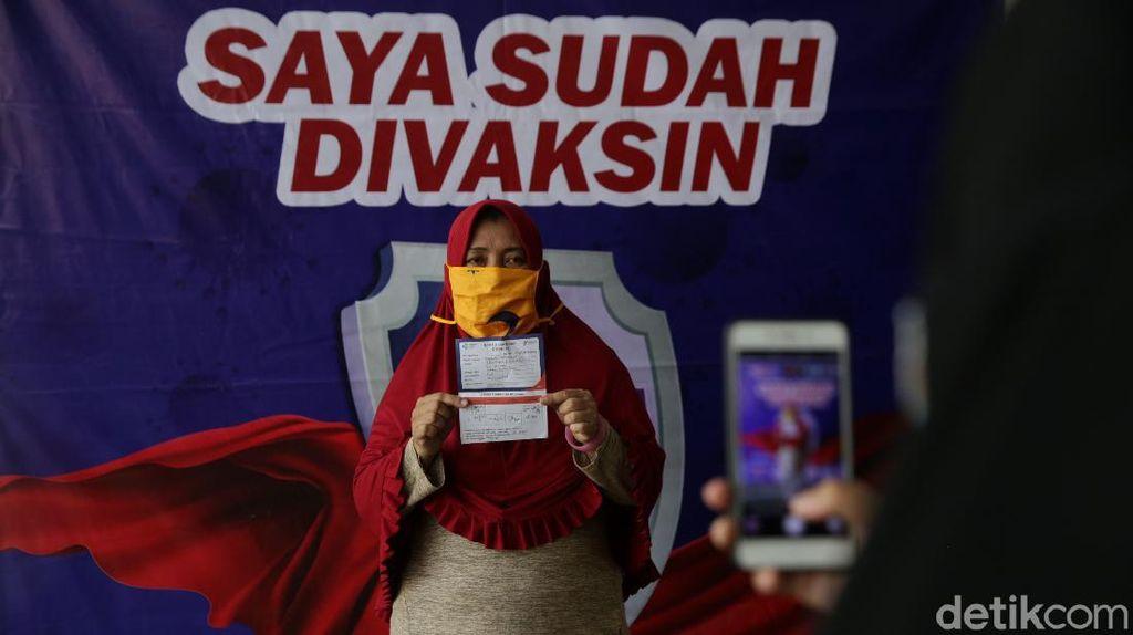 Vaksin Jadi Syarat Beraktivitas, Vaksinasi COVID-19 Gencar di Jakarta