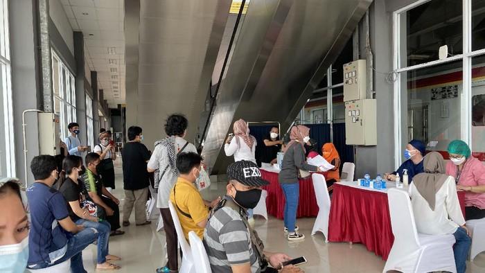 Vaksinasi COVID-19 di Stasiun Duri, Jakbar