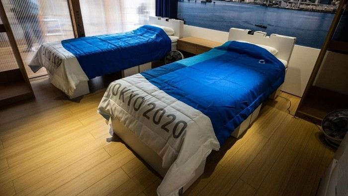 Tempat tidur kardus atlet Olimpiade Tokyo 2020 viral karena disebut antiseks. Namun apa sih alasan di balik penggunaan kardus dalam pembuatan ranjang itu?