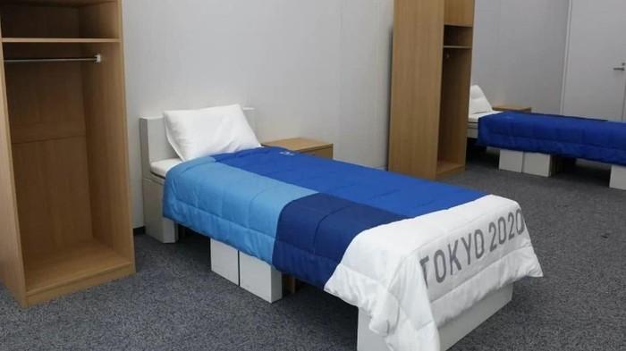 Tempat tidur kardus atlet Olimpiade Tokyo 2020 viral karena disebut 'antiseks'. Namun apa sih alasan di balik penggunaan kardus dalam pembuatan ranjang itu?