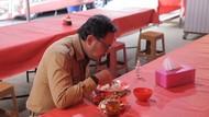 Saat Bima Arya Jajal Makan 20 Menit di Warung Pecel Lele
