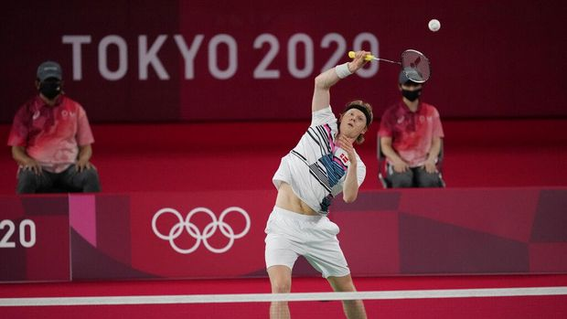 Anders Antonsen of Denmark competes against Azerbaijan's Ade Resky Dwicahyo during men's singles group play stage Badminton match at the 2020 Summer Olympics, Wednesday, July 28, 2021, in Tokyo, Japan. (AP Photo/Dita Alangkara)