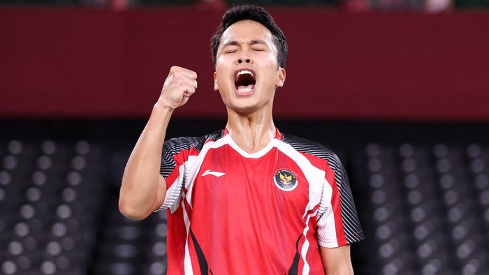 CHOFU, JAPAN - JULY 31: Anthony Sinisuka Ginting of Team Indonesia celebrates as he wins against Anders Antonsen of Team Denmark during a Mens Singles Quarterfinal match on day eight of the Tokyo 2020 Olympic Games at Musashino Forest Sport Plaza on July 31, 2021 in Chofu, Tokyo, Japan. (Photo by Lintao Zhang/Getty Images)