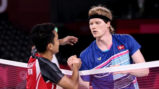 CHOFU, JAPAN - JULY 31: Anthony Sinisuka Ginting(left) of Team Indonesia greets his opponent Anders Antonsen of Team Denmark after a Men's Singles Quarterfinal match on day eight of the Tokyo 2020 Olympic Games at Musashino Forest Sport Plaza on July 31, 2021 in Chofu, Tokyo, Japan. (Photo by Lintao Zhang/Getty Images)