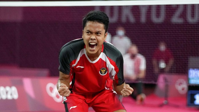 Indonesias Anthony Sinisuka Ginting celebrates after winning against Denmarks Anders Antonsen their mens singles badminton quarterfinal match at the 2020 Summer Olympics, Saturday, July 31, 2021, in Tokyo, Japan. (AP Photo/Markus Schreiber)