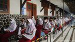 Antusias Siswa SD-SMP di Cimahi saat Vaksinasi COVID-19