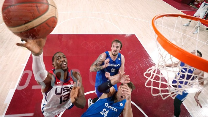 SAITAMA, JAPAN - JULY 31: Bam Adebayo #13 of Team United States drives to the basket against Jan Vesely  during the first half of a Mens Basketball Preliminary Round Group A game on day eight of the Tokyo 2020 Olympic Games at Saitama Super Arena on July 31, 2021 in Saitama, Japan. (Photo by Eric Gay - Pool/Getty Images)