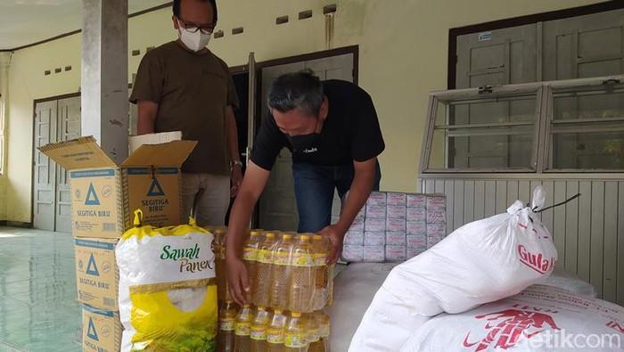 Bantuan yang akan didistribusikan oleh Isoman Iso bagi warga isoman di Magelang Raya.