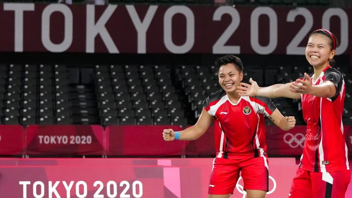 Indonesias Greysia Polii, right, and Apriyani Rahayu celebrate after winning against South Koreas Lee Sohee and Shin Seungchan their womens semifinal badminton match at the 2020 Summer Olympics, Saturday, July 31, 2021, in Tokyo, Japan. (AP Photo/Markus Schreiber)