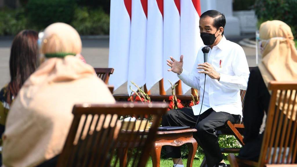 Momen Jokowi saat Menyapa Pelaku UMKM di Istana