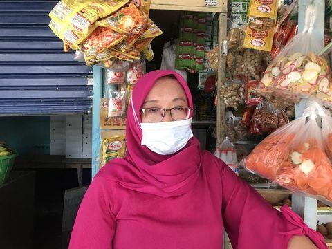Pedagang di Pasar Tradisional Lokasi Binaan Kramat Jati, Jaktim
