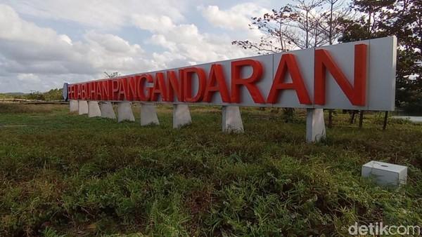 Sampai saat ini belum ada satu pun kapal yang sandar di Pelabuhan Pangandaran. Masyarakat sekitar memanfaatkannya sebagai tempat bermain dan berwisata. Dermaga pelabuhan yang menjadi daya tarik utamanya. (Faizal Amiruddi/detikcom)