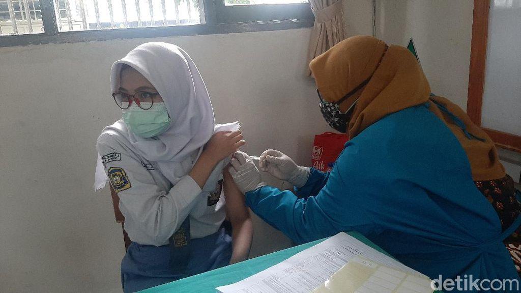 Jalani Vaksinasi, Pelajar Bogor: Biar Cepat Sekolah Tatap Muka