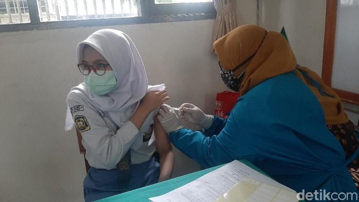 Pelajar Bogor Jalani Vaksinasi