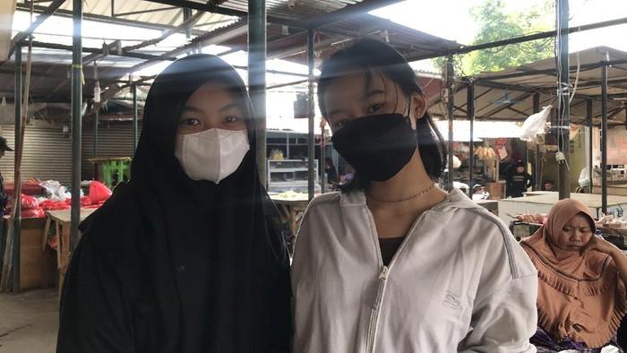 Pembeli di Lokbin Kramat Jati, Alya (kanan)/Nur Aziza-detikcom