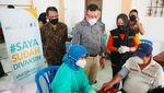 Potret Vaksinasi Jemput Bola dari Masjid ke Masjid
