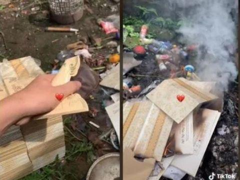 Pria yang membakar kartu undangan pernikahan.