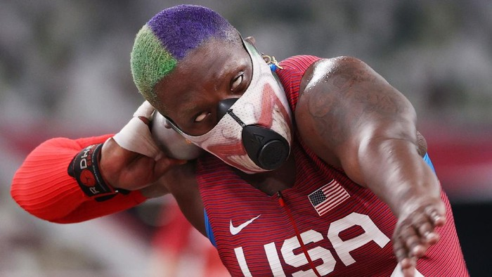 TOKYO, JAPAN - JULY 30: Raven Saunders of Team United States competes in the Womens Shot Put Qualification on day seven of the Tokyo 2020 Olympic Games at Olympic Stadium on July 30, 2021 in Tokyo, Japan. (Photo by Patrick Smith/Getty Images)
