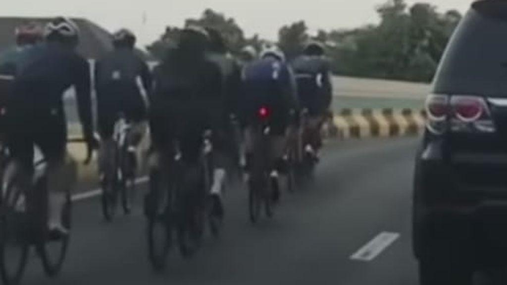 Viral Belasan Pesepeda Road Bike Masuk JLNT Antasari, Polisi Duga Video Lama