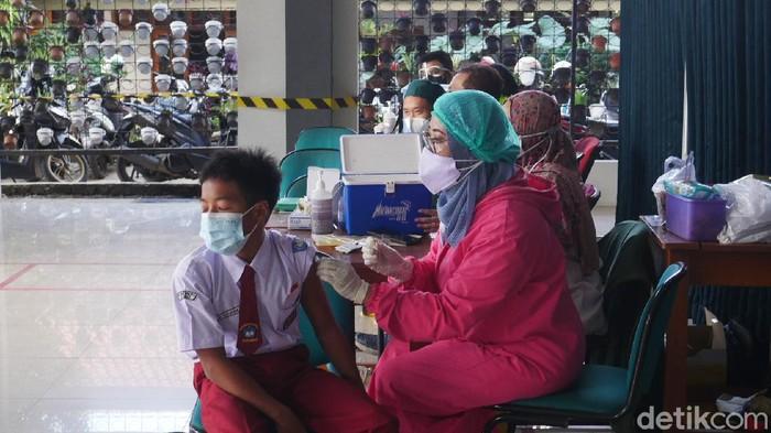 Siswa SD-SMP di Cimahi Jalani Vaksinasi