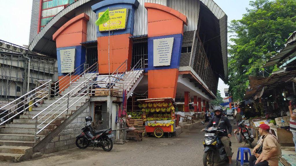Pedagang-Pengunjung Harus Sudah Divaksin, Begini Suasana Pasar Lokbin Palmerah