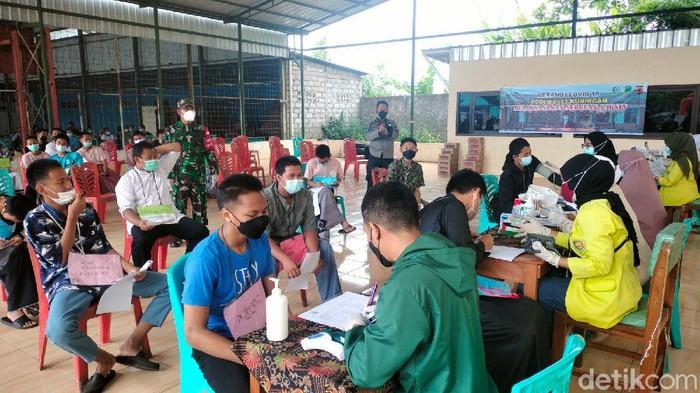 TNI Gelar Vaksinasi Untuk Ratusan Santri di Ponpes Husnul Khotimah Kuningan