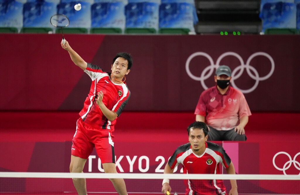 Malaysia's Malaysia's Aaron Chia, left, and Soh Wooi Yik celebrate after winning against Indonesia's Mohammad Ahsan and Hendra Setiawan during their badminton men's doubles bronze medal match at the 2020 Summer Olympics, Saturday, July 31, 2021, in Tokyo, Japan. (AP Photo/Dita Alangkara)