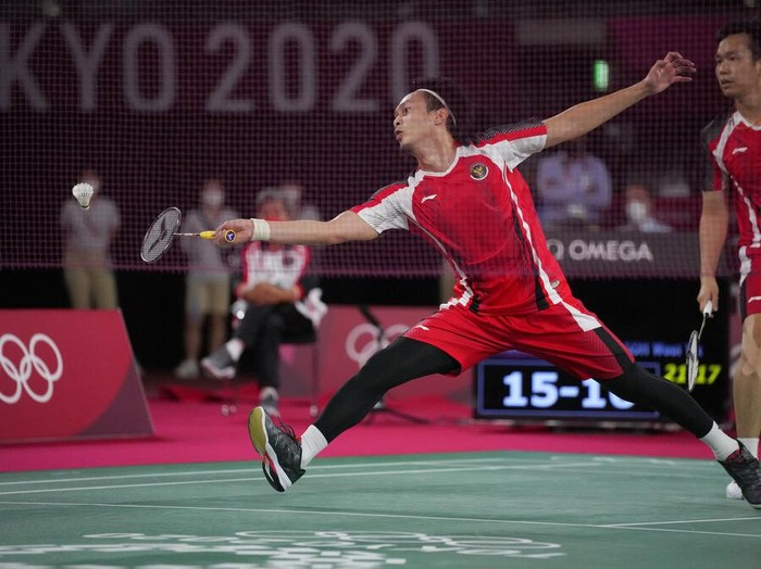 Malaysias Malaysias Aaron Chia, left, and Soh Wooi Yik celebrate after winning against Indonesias Mohammad Ahsan and Hendra Setiawan during their badminton mens doubles bronze medal match at the 2020 Summer Olympics, Saturday, July 31, 2021, in Tokyo, Japan. (AP Photo/Dita Alangkara)