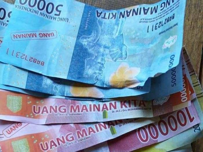 Uang mainan yang diterima kurir saat COD barang di Bantul.