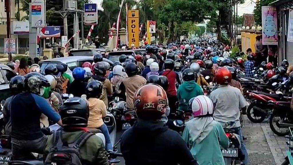 Kerumunan Pendaftar Vaksin di Polresta Banyumas, Polda Jateng: Jadi Evaluasi