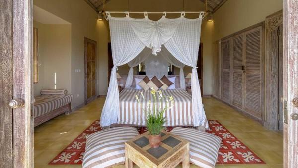 Wapa di Ume Sidemen berada di Banjar Dinas Tebola, Telaga Tawang, Sidemen, Karangasem, Bali. Hotel ini memiliki 3 tipe kamar. (wapadiumesidemen.com)