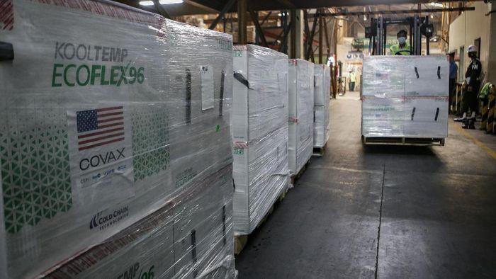 Indonesia kembali menerima bantuan vaksin COVID-19 dari Amerika Serikat. Pagi ini, 3,5 juta vaksin Moderna telah mendarat di Bandara Soekarno-Hatta.