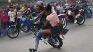 Aksi Anak Muda di Venezuela Pamer Freestyle Motor Saat Pandemi