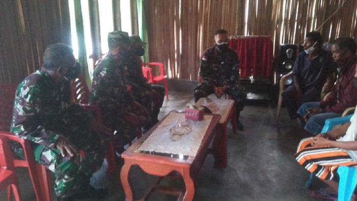 Anggota TNI bertemu dan meminta maaf kepada keluarga 2 pelajar yang dianiaya Kopka EP