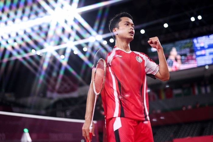 CHOFU, JAPAN - JULY 31: (EDITORS NOTE: A special effects camera filter was used for this image.) Anthony Sinisuka Ginting of Team Indonesia reacts as he competes against Anders Antonsen of Team Denmark during a Mens Singles Quarterfinal match on day eight of the Tokyo 2020 Olympic Games at Musashino Forest Sport Plaza on July 31, 2021 in Chofu, Tokyo, Japan. (Photo by Lintao Zhang/Getty Images)