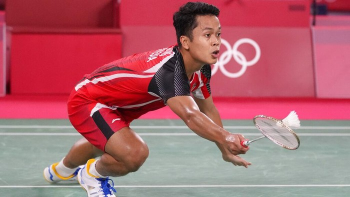 Chinas Chen Long celebrates after scoring a point against Indonesias Anthony Sinisuka Ginting during their mens singles badminton semifinal match at the 2020 Summer Olympics, Sunday, Aug. 1, 2021, in Tokyo, Japan. (AP Photo/Dita Alangkara)