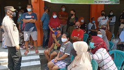 Kehadiran Gerai Vaksin Presisi di Pasar Pegandon Kendal disambut positif oleh pedagang dan pengunjung. Mereka ramai-ramai datang ke sana untuk divaksin COVID-19