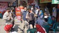 Antusias Pedagang-Pengunjung Pasar Pegandon Divaksin COVID-19