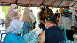 Percepat Vaksinasi, Banyuwangi Rekrut Ratusan Relawan Kesehatan