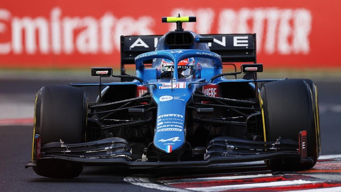 BUDAPEST, HUNGARY - AUGUST 01: Esteban Ocon of France driving the (31) Alpine A521 Renault during the F1 Grand Prix of Hungary at Hungaroring on August 01, 2021 in Budapest, Hungary. (Photo by Lars Baron/Getty Images)