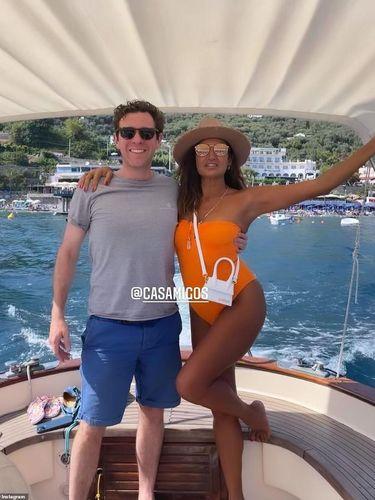 Jack Brooksbank liburan bareng teman wanita.
