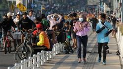 Jembatan Suroboyo Penuh Kerumunan Warga di Akhir Minggu Saat PPKM Level 4