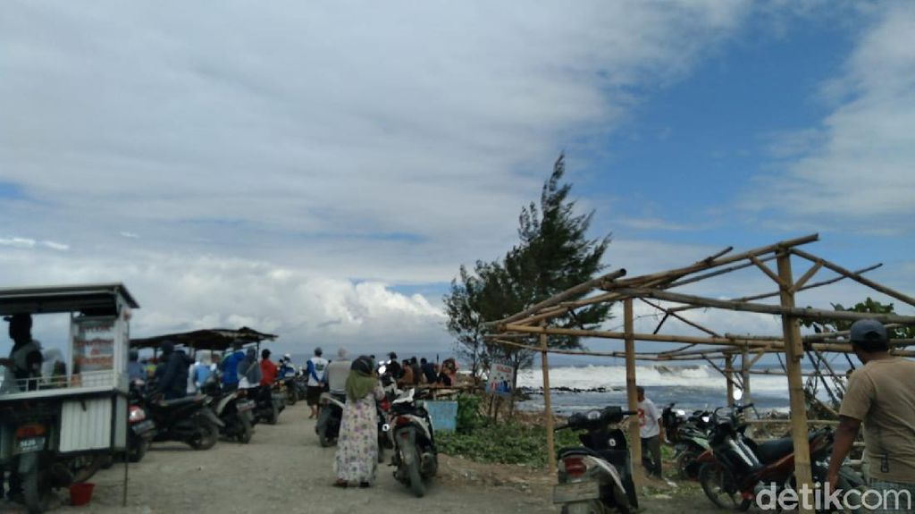 Dihantam Ombak 4 Meter, Dua Perahu Nelayan di Jember Karam
