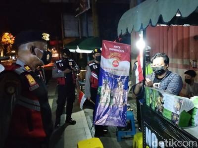 PKL Lamongan Kibarkan Merah Putih Sebagai Simbol Lawan Pandemi