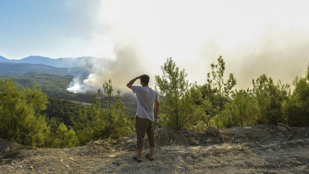 Ngeri! Kebakaran Hutan di Turki Meluas, Warga Melarikan Diri