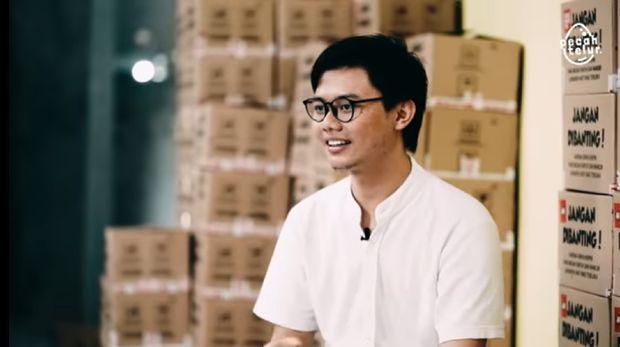 Punya Utang Rp 1,3 M di Usia 17 Tahun, Pria Ini Kini Sukses Bisnis Keripik