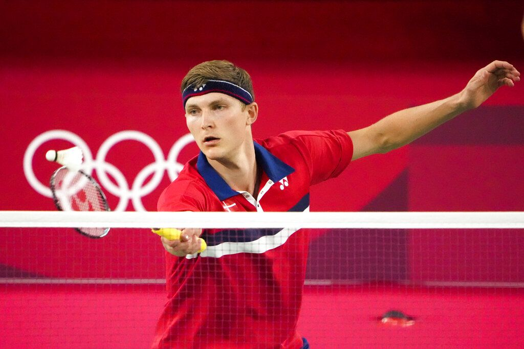 Denmark's Viktor Axelsen competes against Guatemala's Kevin Cordon during their men's singles badminton semifinal match at the 2020 Summer Olympics, Sunday, Aug. 1, 2021, in Tokyo, Japan. (AP Photo/Markus Schreiber)