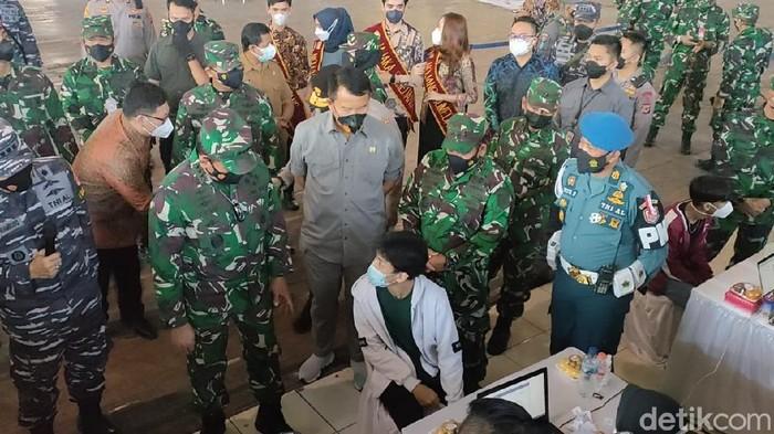 3 matra TNI keroyokan percepat vaksinasi di Sumedang