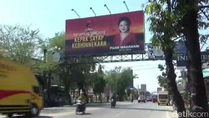 Anggota Komisi VII F-PDIP Paramitha Widya Kusuma mengaku sudah memsang 250 baliho maupun spanduk Puan Maharani di Brebes