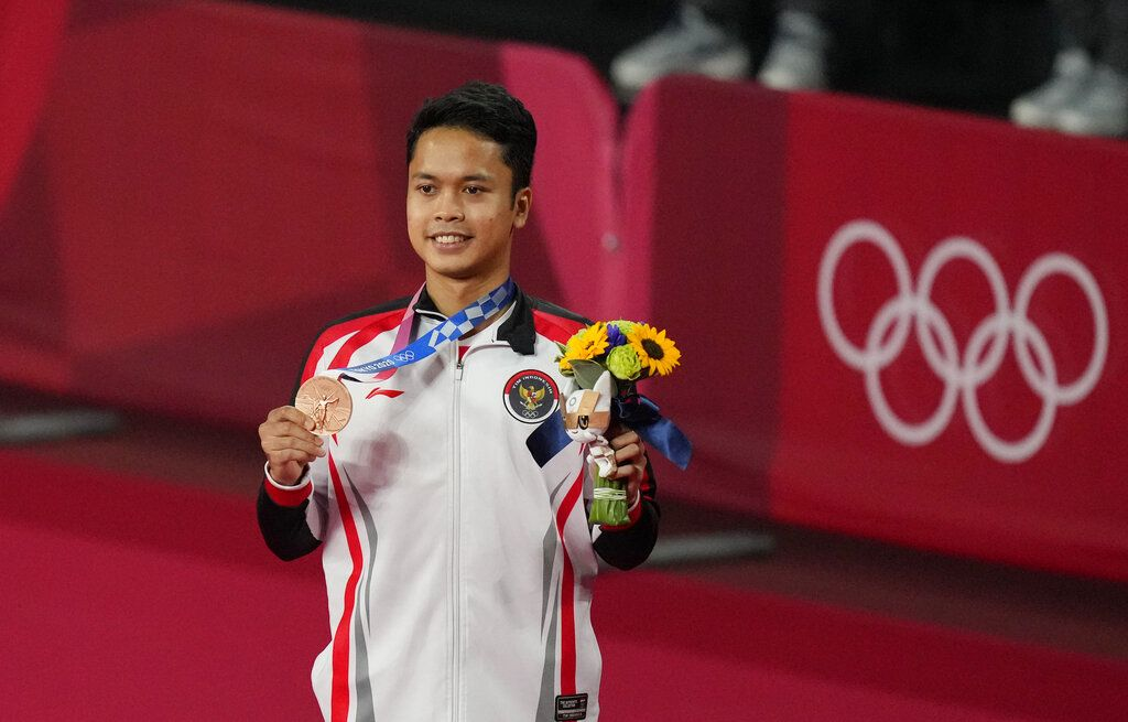 Bronze medalist Indonesia's Anthony Sinisuka Ginting celebrate during the medal ceremony of men's singles Badminton at the 2020 Summer Olympics, Monday, Aug. 2, 2021, in Tokyo, Japan. (AP Photo/Dita Alangkara)